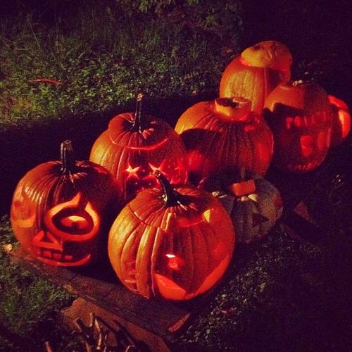 A Spooky gang! #happyhalloween #jackolanterns