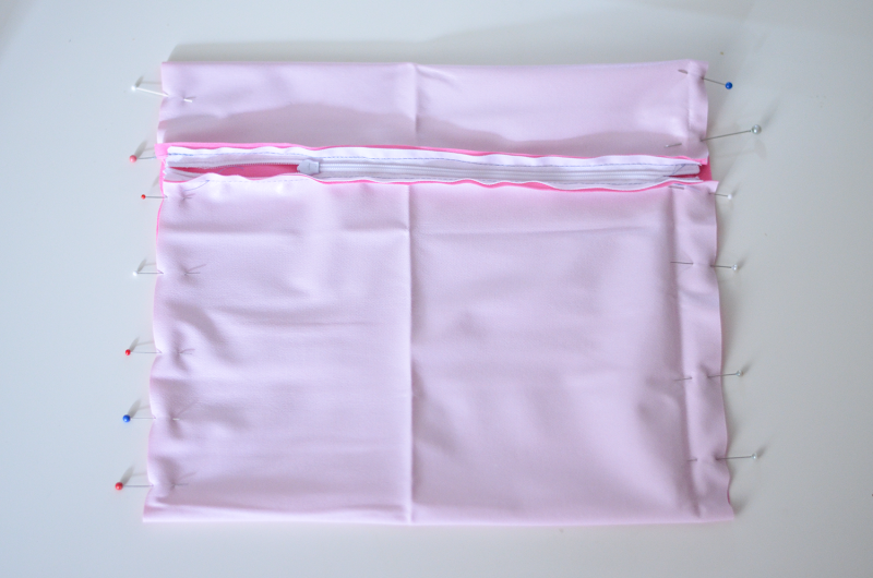 Make Your Own Wet Bags for Swimsuits and Aquatic Adventuring     (a simple sewing tutorial)